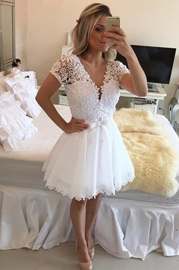 Lovely Short Sleeve White Homecoming Dress 2020 Lace Short Pearls BT0