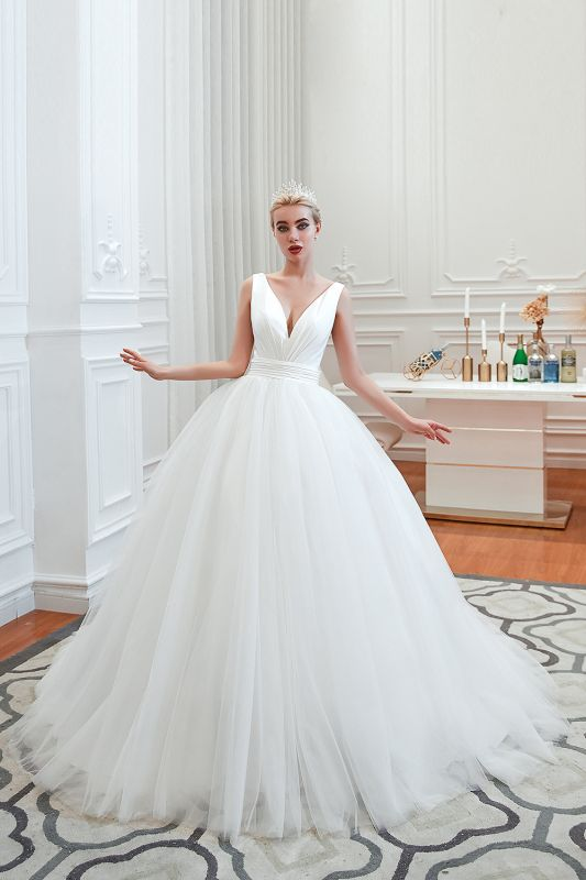 Sexy V-Neck White Princess Spring Wedding Dress Sleeveless Bridal Gowns with Belt