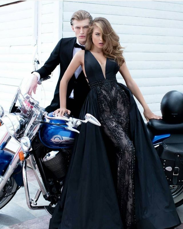 Gorgeous Deep V-Neck Sleeveless Mermaid Prom Gown with Detachable Train
