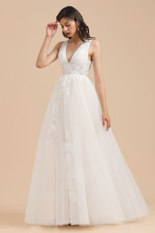 White Tulle Lace Appliques Wedding Dress V-Neck Floor Length Gowns