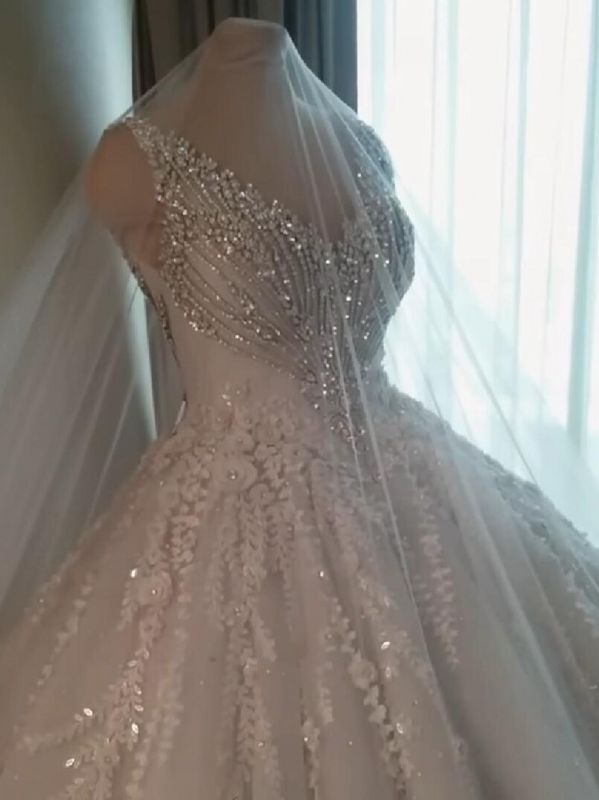 Luxury Crystals Ball Gown Wedding Dresses | V-Neck Sleeveless Lace Bridal Gowns