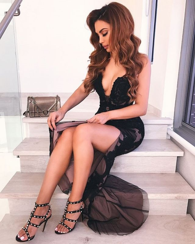 Sexy V-Neck Lace Appliques Evening Gowns   Black Mermaid 2020 Prom Dress With Split BC0903
