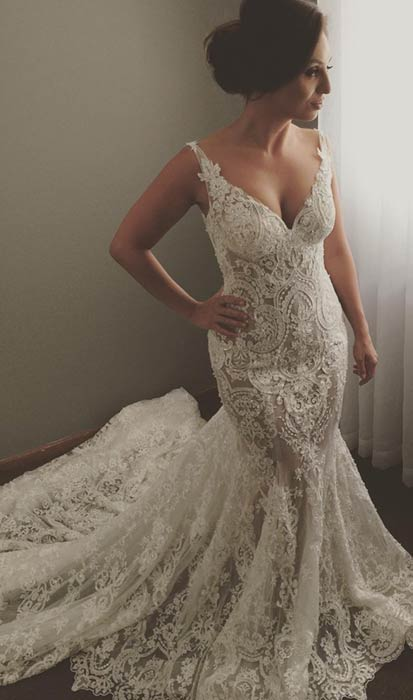 Sexy Sleeveless V-Neck Wedding Dress | Mermaid Bridal Gowns With Lace Appliques