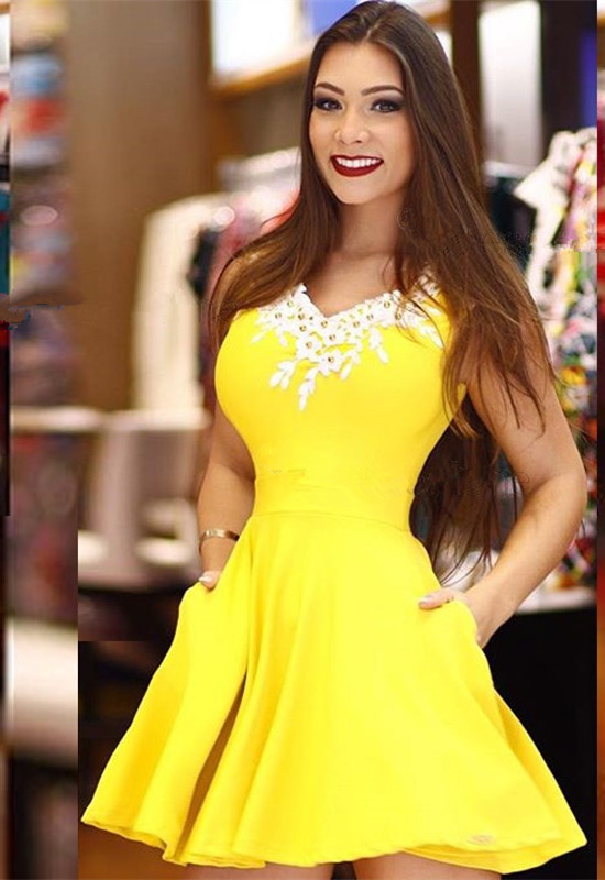 Modest Yellow Lace Pearls A-line Homecoming Dress | Fashion Party Gown With Pocket
