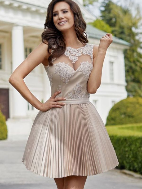 Newest Lace A-line Ruffled Homecoming Dress | Short Fashion Party Gown