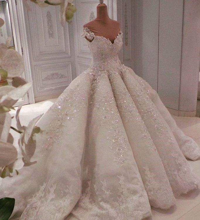 Glamorous Sweetheart Cap Sleeves Beaded Wedding Dress   Long Lace Appliques Ball Gown Puffy Bridal Gowns