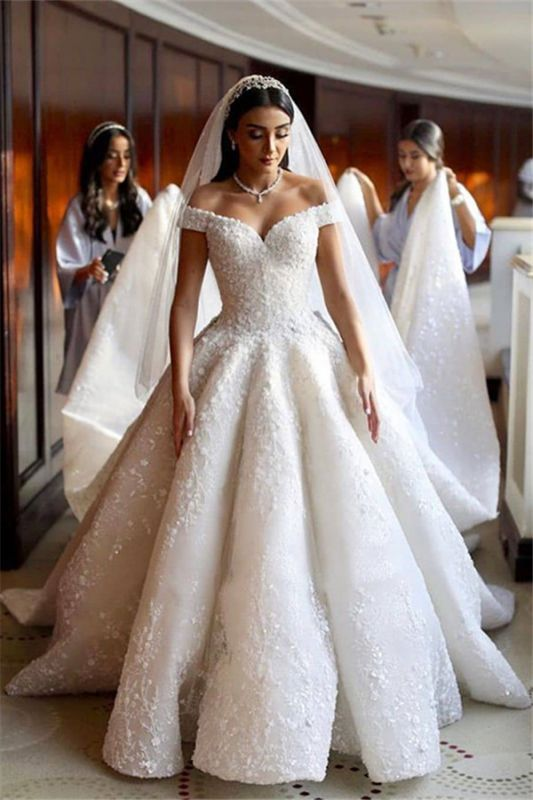 Charming Off-the-shoulder Flowers Wedding Dresses Lace Appliques Sleeveless Bridal Gowns
