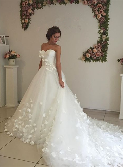 Gorgeous Sweetheart Flowers 2020 Wedding Dress With Train Tulle