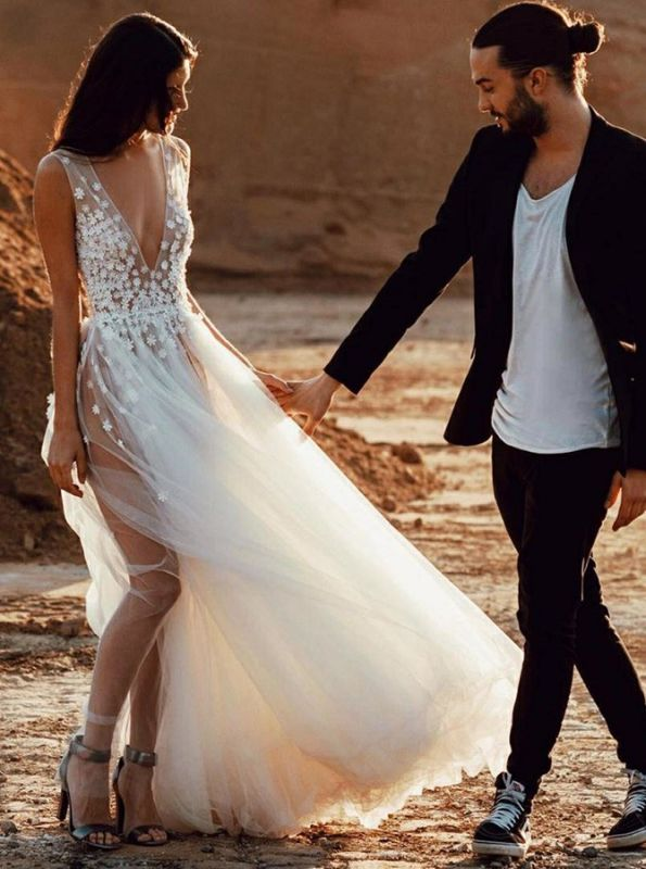 Sexy V-Neck Sleeveless Wedding Dress On Sale | Long Lace Appliques Tulle Wedding Reception Dress