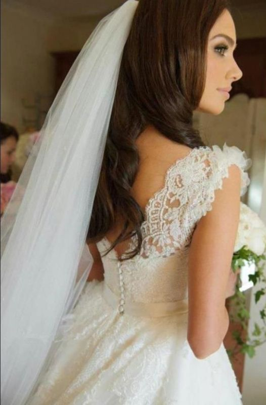Delicate Lace Appliques Tulle 2020 Wedding Dress Button Zipper Back Straps Sleeveless