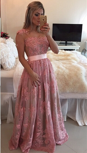 Glamorous Lace Appliques A-line Prom Dress 2020 Beadings Bowknot