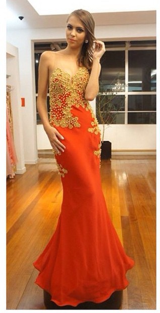 2020 Sexy Sleeveless Pearls Lace-Appliques Mermaid Evening Gown