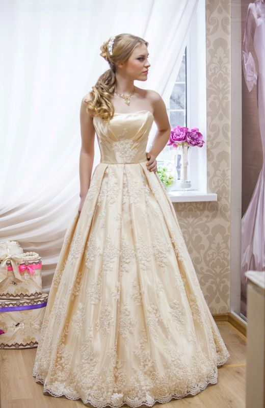 Glamorous Strapless Sleeveless Champagne Wedding Dress Floor-length With Appliques