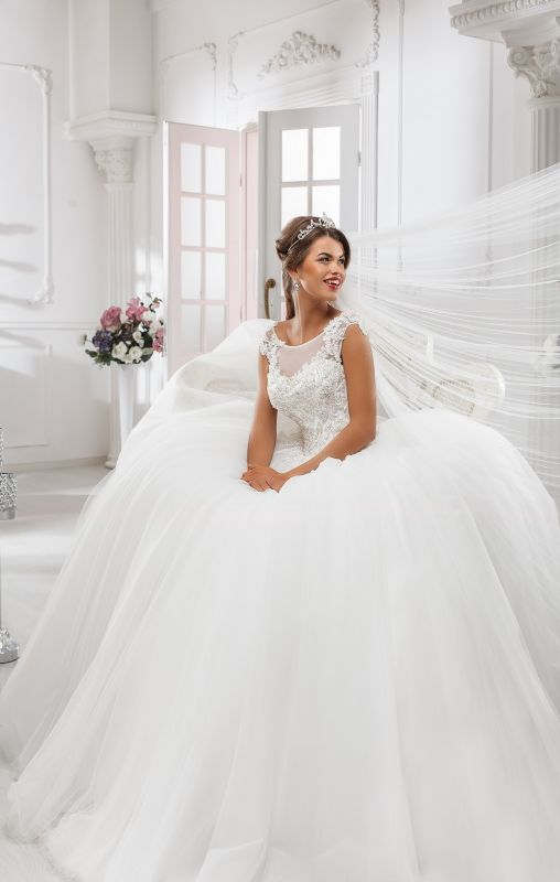 Elegant Illusion Cap Sleeve Tulle Wedding Dress Ball Gown With Lace Appliques