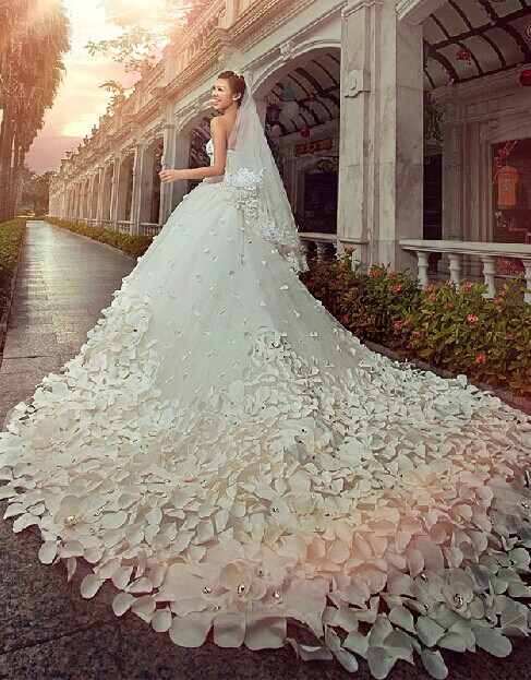 Glamorous Appliques Cystals Princess Wedding Dress 2020 Sweetheart With Long Train