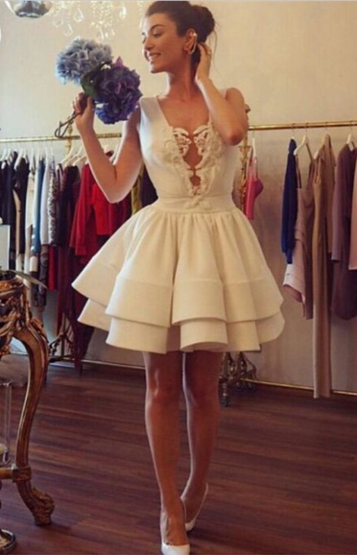 Sexy Deep V-neck Short Cocktail Dress With Ruffles Appliques