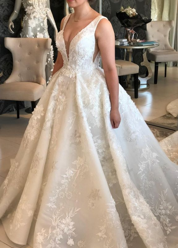 Glamorous Ball Gown Spaghetti Sleeveless 2020 Bridal Gown | Buttons Appliques Beading Wedding Dress