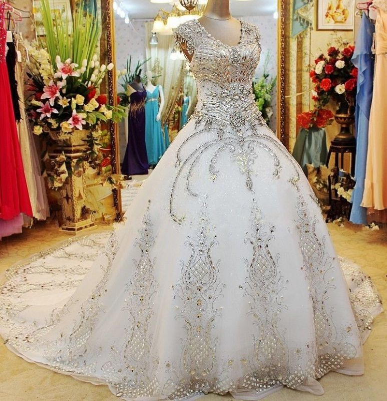 Luxurious White Crystal Ball Gown Wedding Dresses Court Train Foraml Sparkling Bridal Gowns with Beadings