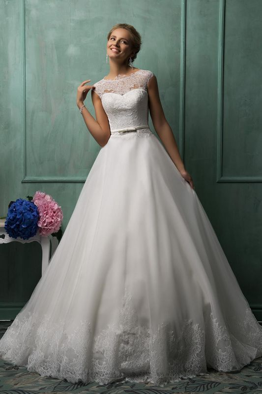 Elegant Illusion Cap Sleeve Tulle Wedding Dress With Lace Appliques
