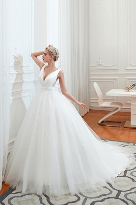 Sexy V-Neck White Princess Spring Wedding Dress Sleeveless Bridal Gowns with Belt_1
