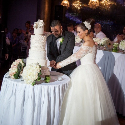 Glamorous Off-the-shoulder Lace Ball Gown Wedding Dress 2020 Tulle Button Back_4