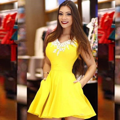 Modest Yellow Lace Pearls A-line Homecoming Dress | Fashion Party Gown With Pocket_2