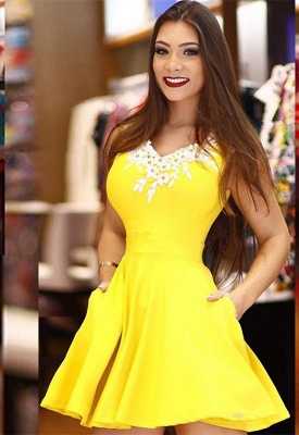 Modest Yellow Lace Pearls A-line Homecoming Dress | Fashion Party Gown With Pocket_1