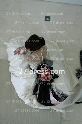 Elegant Lace Back Appliques A-Line Wedding Dresses Pearls Beaded Button Bridal Gown With Long Sleeves & Court Train_2