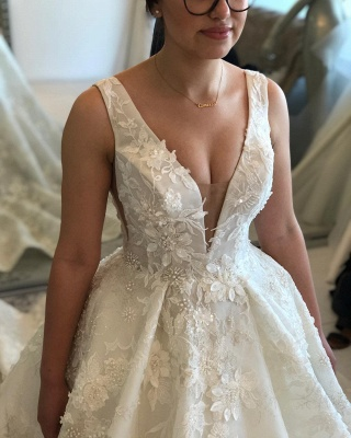 Glamorous Ball Gown Spaghetti Sleeveless 2020 Bridal Gown | Buttons Appliques Beading Wedding Dress_3