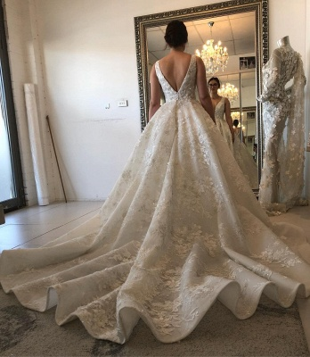 Glamorous Ball Gown Spaghetti Sleeveless 2020 Bridal Gown | Buttons Appliques Beading Wedding Dress_2
