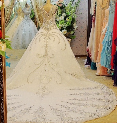Luxurious White Crystal Ball Gown Wedding Dresses Court Train Foraml Sparkling Bridal Gowns with Beadings_3