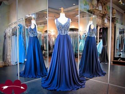 Gorgeous A-line Crystals Straps 2020 Evening Dress Sleeveless Sweep Train_3