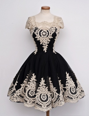 Gorgeous Black Cap Sleeve Homecoming Short With Lace Appliques_1