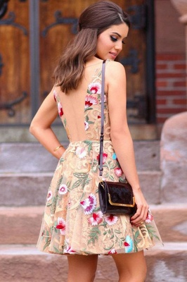 V-neck Flower Sweet Short Strap A-line Homecoming Dress_2
